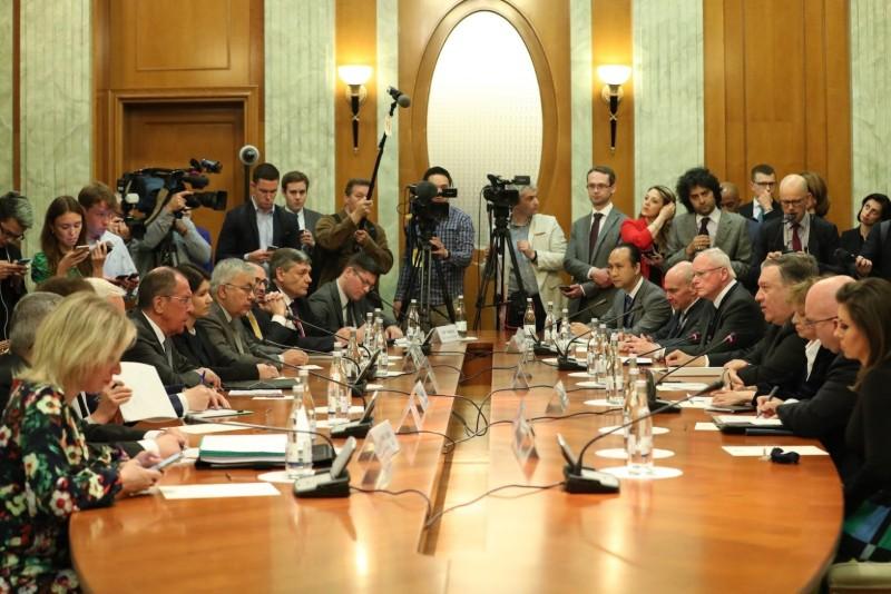 Госсекретарь Помпео, третий справа, с министром иностранных дел России Сергеем Лавровым в центре слева, в Сочи 14 мая 2019 года.