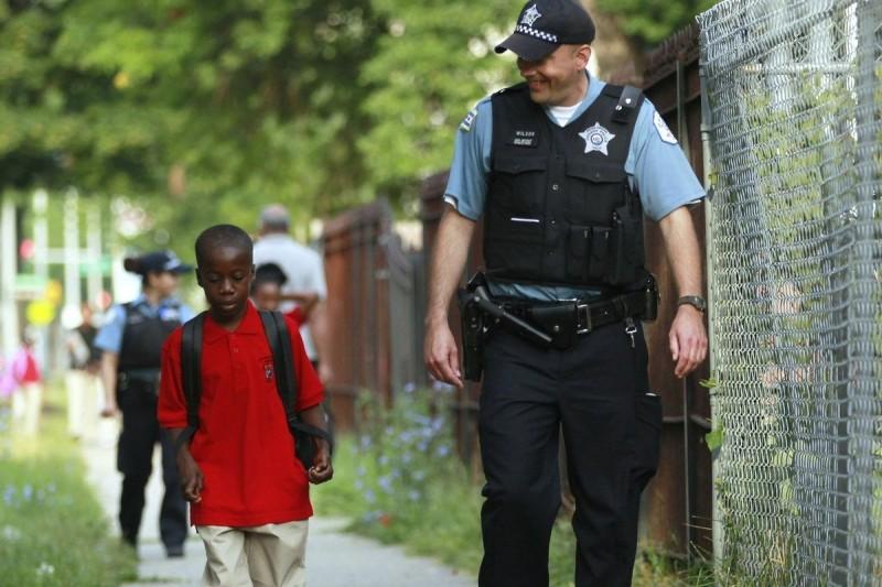 Скажите нет укреплению школ с помощью политики нулевой толерантности и вооружённой полиции