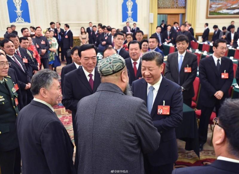 Си Цзиньпинь встречается с делегацией Синьцзян-Уйгурского автономного района в здании Всекитайского собрания народных представителей, Пекин.