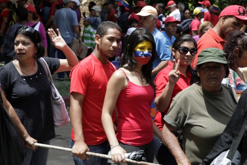 Толпы на похоронах Уго Чавеса Фриаса, Военная Академия, Каракас, март 2013 года.