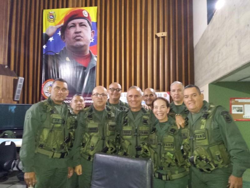 Военные стоят за Конституционное правительство Венесуэлы.