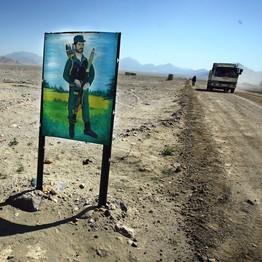 Нарисованный полицейский вблизи принадлежащих Китаю разработок в окрестностях Кабула