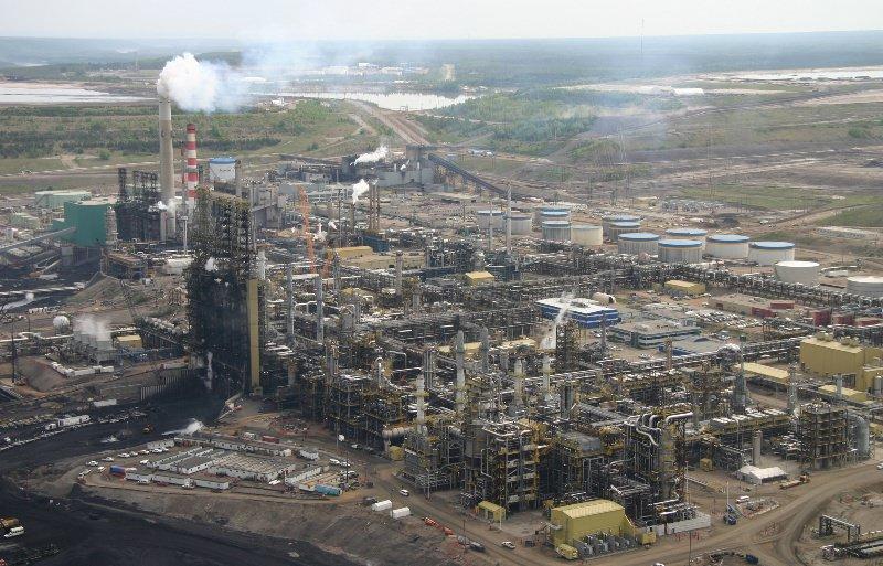 Нефтеперегонный завод в канадской провинции Альберта